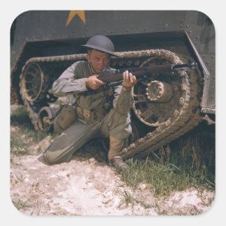 Garandライフルによってひざまずいている第二次世界大戦の兵士 スクエアシール