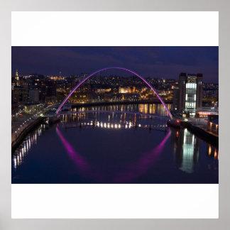 Gatesheadの千年間橋プリント ポスター