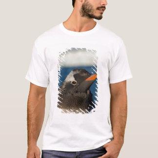 gentooのペンギン、Pygoscelisパプアのひよこ Tシャツ