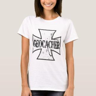 Geocacherの鉄の十字 Tシャツ