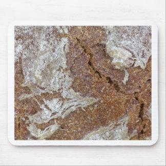 Gerからの黒パンの表面のマクロ写真 マウスパッド