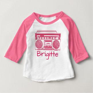 Ghettoblasterのピンクのレトロのイラストレーション ベビーTシャツ