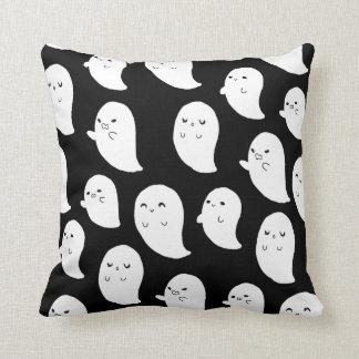 Ghostiesのリバーシブルの枕 クッション
