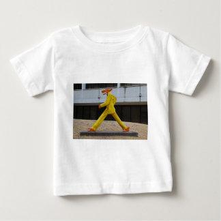 Gilbert Maguサンチェス- horizont著犬歩きます ベビーTシャツ