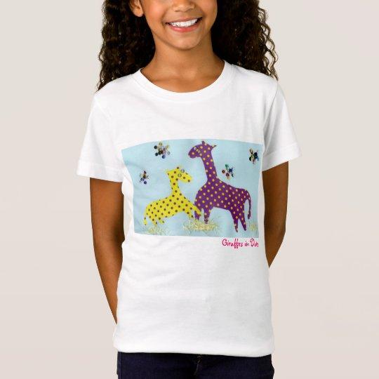 Giraffes in Dots Tシャツ