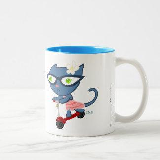 GlassezのKats: 青い子猫のスクーターのマグ ツートーンマグカップ