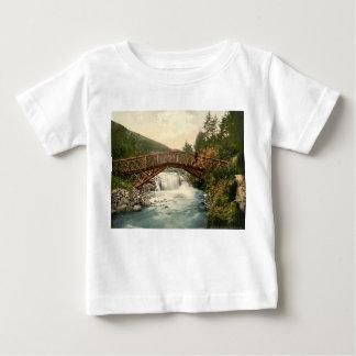 Glenariffの素朴な橋。 Co. Antrim、アイルランド ベビーTシャツ