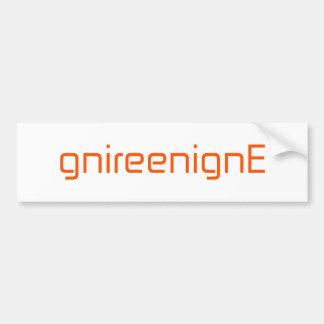 gnireenignEのオレンジピンクの赤 バンパーステッカー