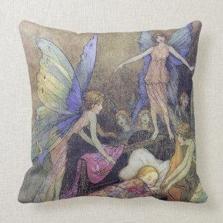 Gobleの眠るためにベビーを歌っている妖精ファインアート クッション
