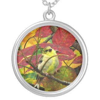 Goldfinchおよび紅葉 シルバープレートネックレス