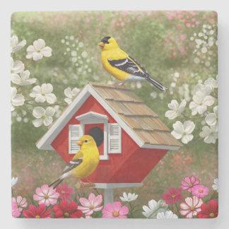 Goldfinchesおよびかわいいコテージの巣箱 ストーンコースター