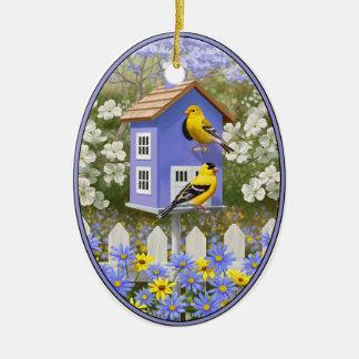Goldfinchesおよび空想の紫色の巣箱 セラミックオーナメント