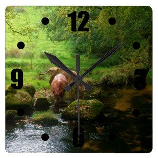 Golitha川Foweyコーンウォールイギリスの牛は落ちます スクエア壁時計