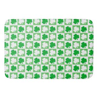 Green and White Irish Shamrocks Checkerboard バスマット