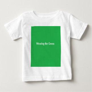 Green.pngを身に着けていること ベビーTシャツ