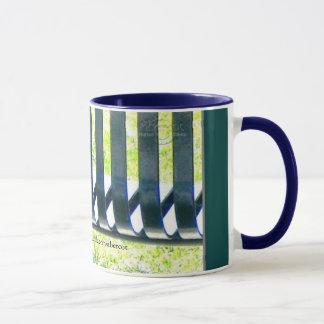 Gretchen著軽いコーヒーまたは茶マグの公園のベンチ マグカップ