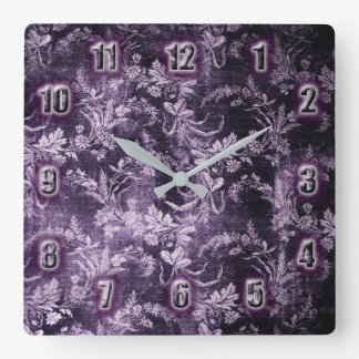 Grunge vintage floral pattern in cool dark purple スクエア壁時計