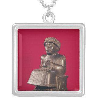 、GudeaはLagashの王子に捧げました シルバープレートネックレス