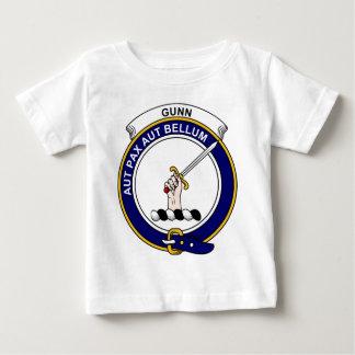 Gunnの一族は記章を付けます ベビーTシャツ