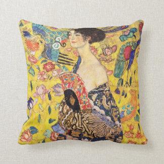 Gustav Klimt , Woman with fan クッション