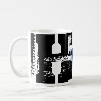 Hのモノグラムのタイポグラフィのカッコいいのグランジなマグ コーヒーマグカップ