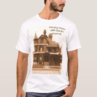 Hackleyの家、ポーチのチャールズ: 人のTシャツ Tシャツ