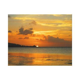 Hagatna東の湾の日没 キャンバスプリント