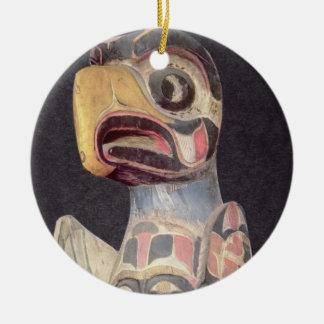 Haidaの「雷鳥」の彫像(色彩の鮮やかな木) セラミックオーナメント