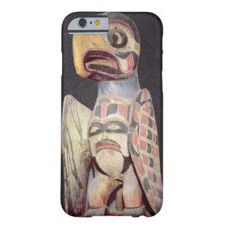 Haidaの「雷鳥」の彫像(色彩の鮮やかな木) Barely There iPhone 6 ケース
