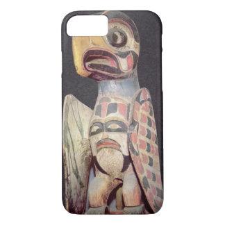Haidaの「雷鳥」の彫像(色彩の鮮やかな木) iPhone 8/7ケース