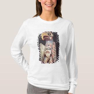 Haidaの「雷鳥」の彫像(色彩の鮮やかな木) Tシャツ