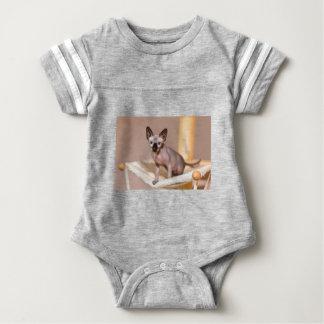 hammock.JPGの若いcolorpointのsphynx猫 ベビーボディスーツ