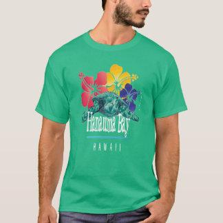 Hanauma湾のハワイのカメおよび花 Tシャツ