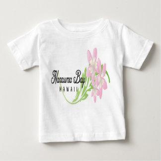 Hanauma湾のハワイの花 ベビーTシャツ