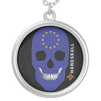 HANDSKULLヨーロッパの幸せなスカル、ヨーロッパの旗 シルバープレートネックレス