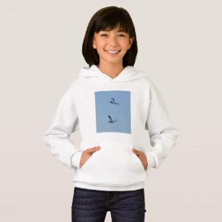 Hanes ComfortBlend®のフード付きスウェットシャツを飛ばしているローラーの鳥