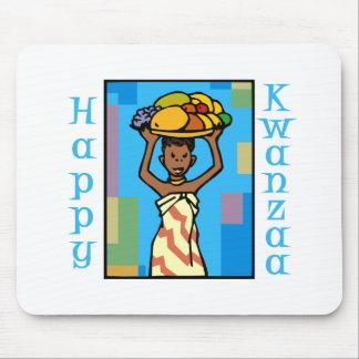 happy Kwanzaa女性 マウスパッド