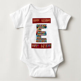 HappyBirthdayの原稿-装飾的なアルファアルファベット ベビーボディスーツ