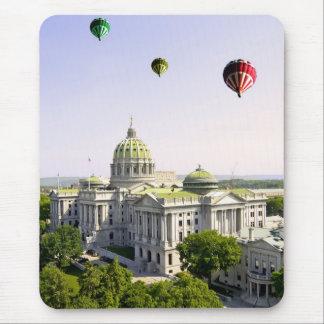 Harrisburg PA上の気球 マウスパッド