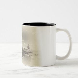 Hastingsの上昇橋 ツートーンマグカップ