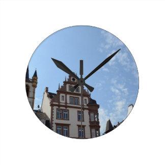 Hauptmarktの挑戦者 ラウンド壁時計