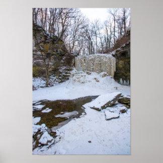 Haydenは冬の滝、コロンブス、オハイオ州を走ります ポスター