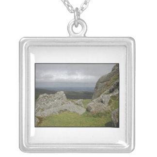 Haytor。 デボンイギリスの石。 白 シルバープレートネックレス