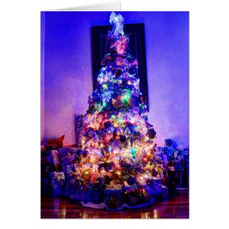 HDRの見事でクラシックなクリスマスツリー カード