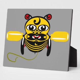 Hei Tikiの蜂のおもちゃKiwiana フォトプラーク