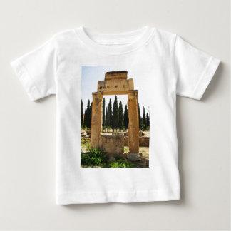 Hierapolis - Pamukkaleの近くの古代ギリシャ人都市 ベビーTシャツ