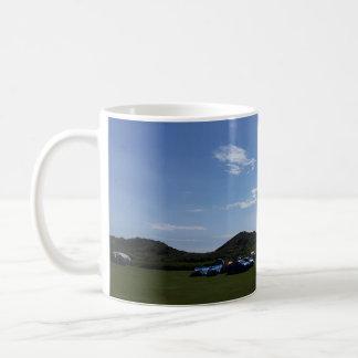 Hillendのキャンプ場のマグ上の青空 コーヒーマグカップ