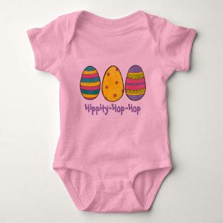 Hippityホツプホツプのピンクのイースターのウサギの卵の狩りの卵 ベビーボディスーツ