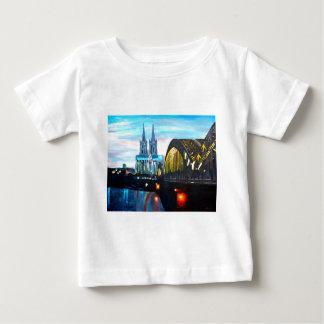 Hohenzollernbridgeのケルンのカテドラル ベビーTシャツ