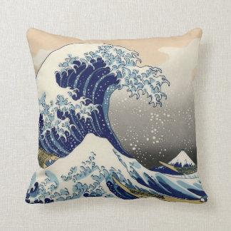 """Hokusaiのオリジナルc.1930の""""素晴らしい波""""のコピー クッション"""